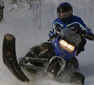 снегоход Yamaha c гусеницей Challenger Extreme 9943M
